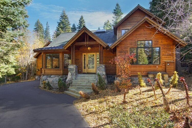 Lake Tahoe offers plenty of woodland cabins perfect for hosting family reunions