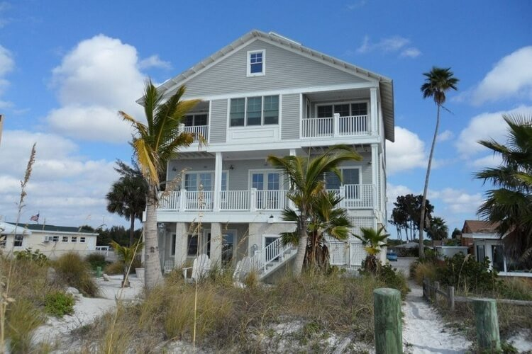 Clearwater Florida rentals don't get more beachy then this fabulous 3-bed beach home!