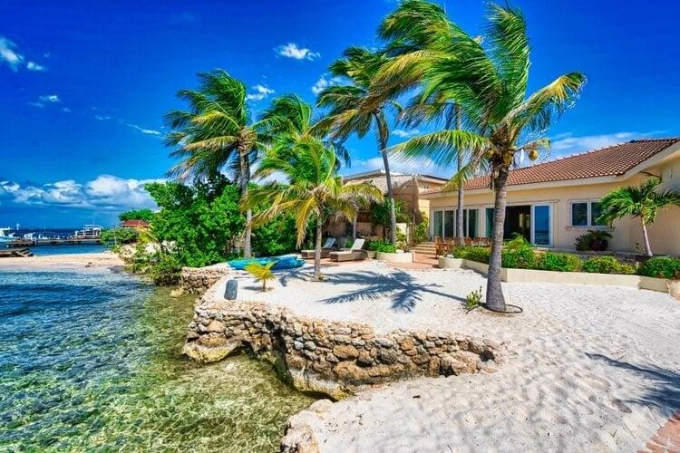 Soak up this beachfront Aruba villa!