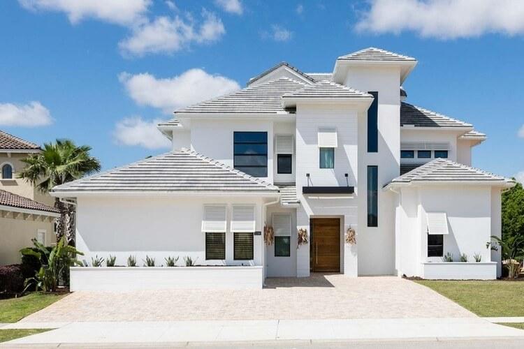 A large, white Orlando villa
